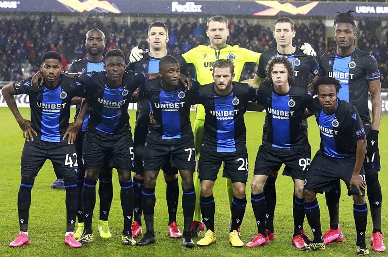 Foto de equipo del Brujas antes de un partido de esta temporada