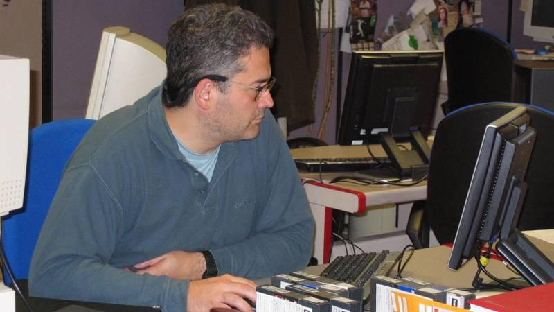 Carlos López en la redacción de 'Informe Semanal'