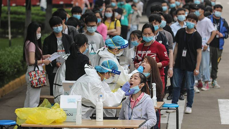 Campaña de test masivos para la detección del coronavirus en Wuhan , la ciudad donde surgió la pandemia