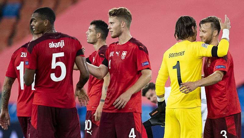 Imagen: Los jugadores de la selección suiza celebran el empate
