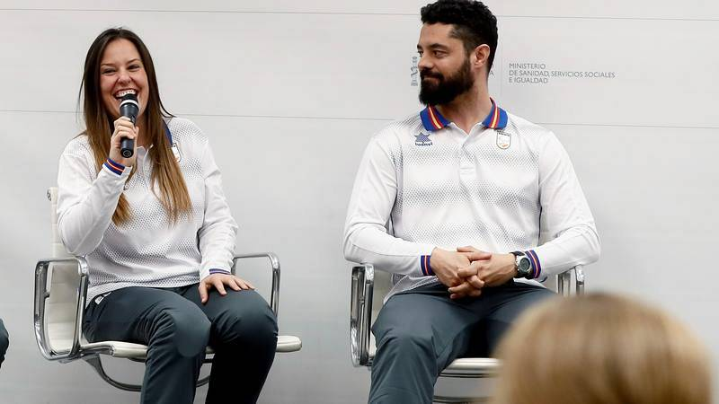 Astrid Fina (i), en la recepción tras la medalla de Pyeongchang 2018.