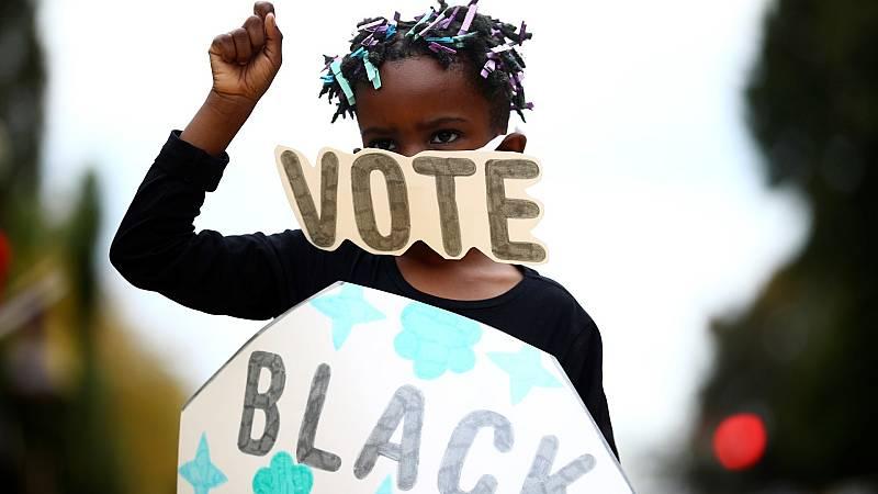Una niña apela llama a la participación electoral en Washington