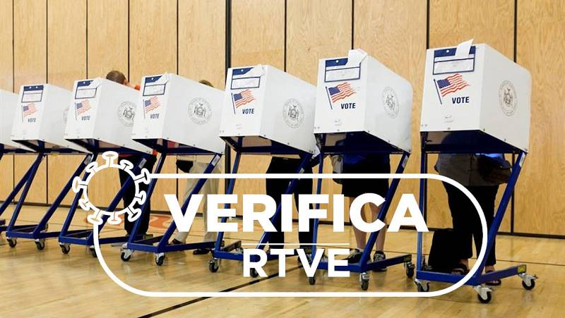 La gente llena las papeletas durante la votación de las elecciones primarias en Nueva York, Nueva York, EE. UU., 13 de septiembre de 2018.