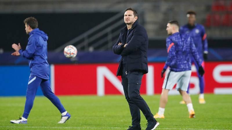 Frank Lampard dirige un entrenamiento del Chelsea.