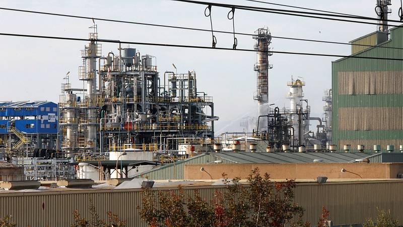 Instal·lacions de l'empresa petroquímica IQOXE després de l'explosió de fa un any