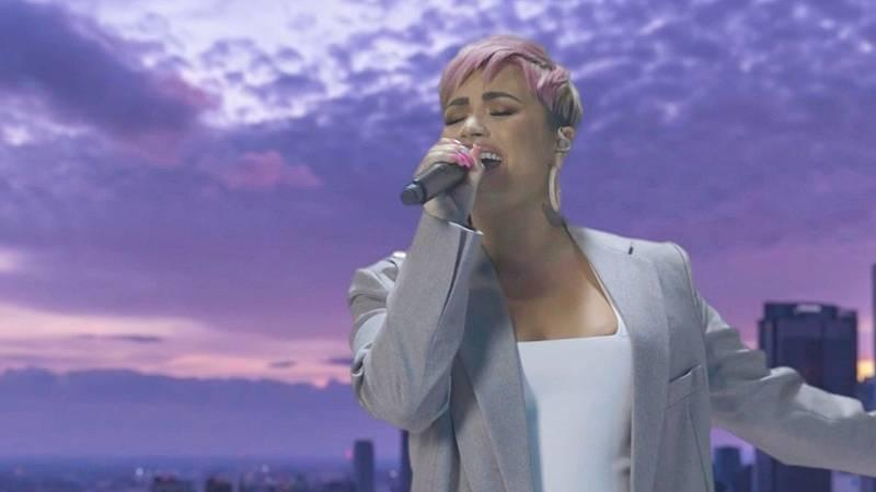 """Demi Lovato canta """"Lovely Day"""" y estrena nuevo look en la investidura de Biden"""