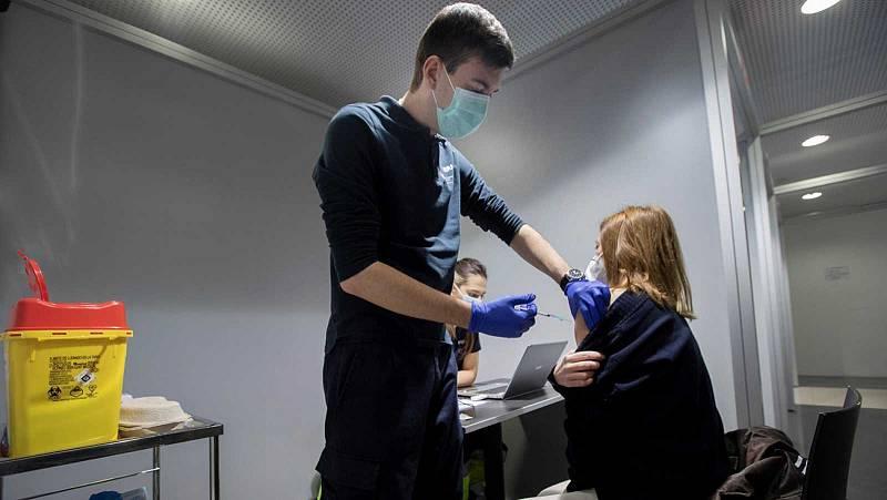Madrid suspende la vacunación de sanitarios de primera línea de la COVID por la falta de dosis