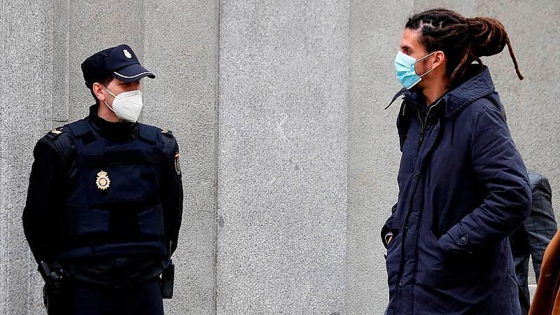 El diputado de Podemos está acusado de propinar una patada a un policía