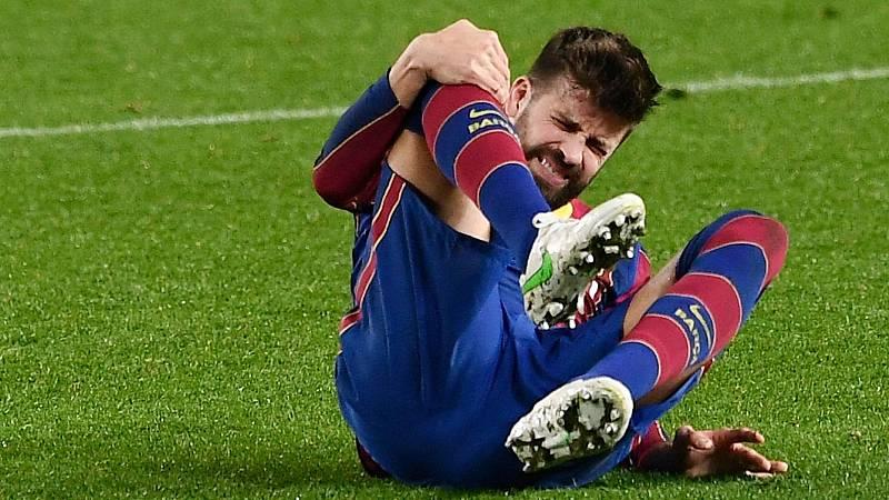 Gerad Piqué se duele de la rodilla derecha en el partido de Copa ante el Sevilla