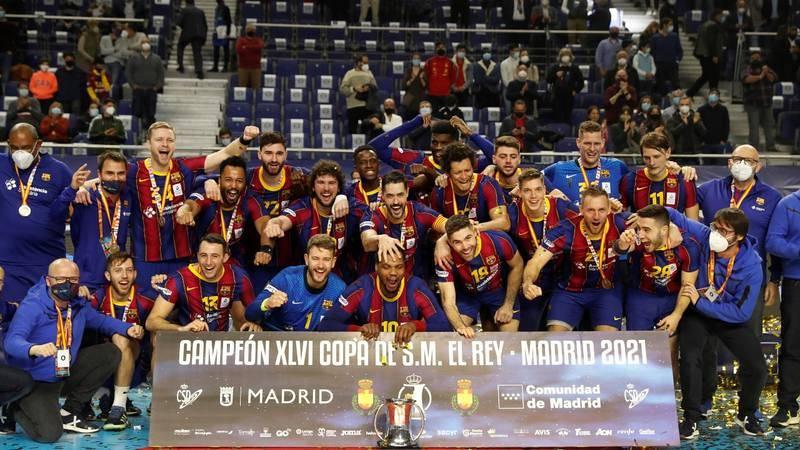 El FC Barcelona levanta la Copa del Rey de balonmano.
