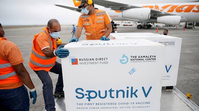 Una remesa de vacunas Sputnik V llega al aeropuerto de Caracas, en Venezuela.