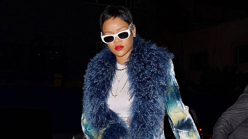 Rihanna luce nuevo corte de pelo