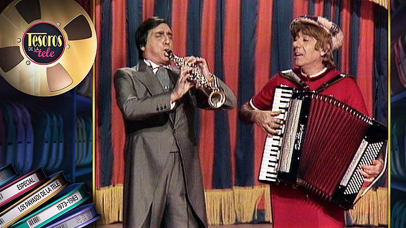 Gaby tocando el saxo y Miliki el acordón, dos míticos 'Payasos de la tele'