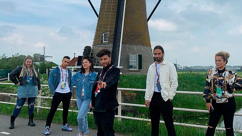 Día libre para la delegación: Blas Cantó visita los molinos de viento de Kinderdijk