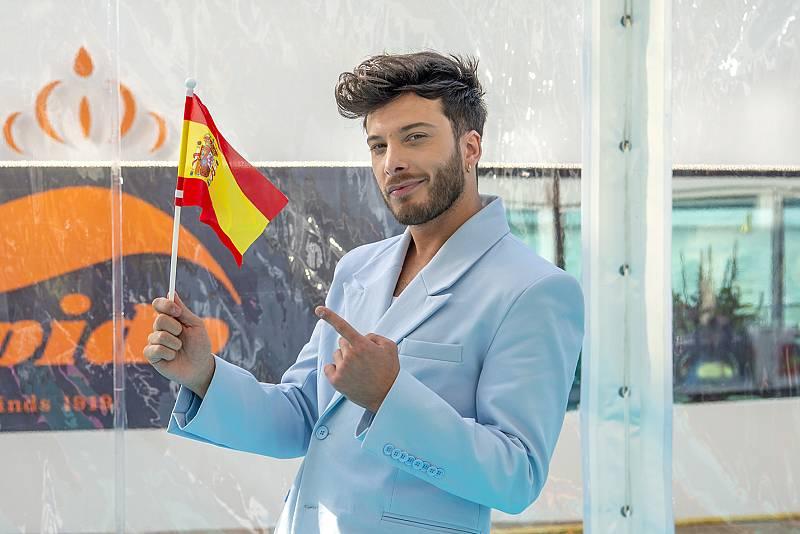 Blas Cantó en la alfombra turquesa de Eurovisión 2021