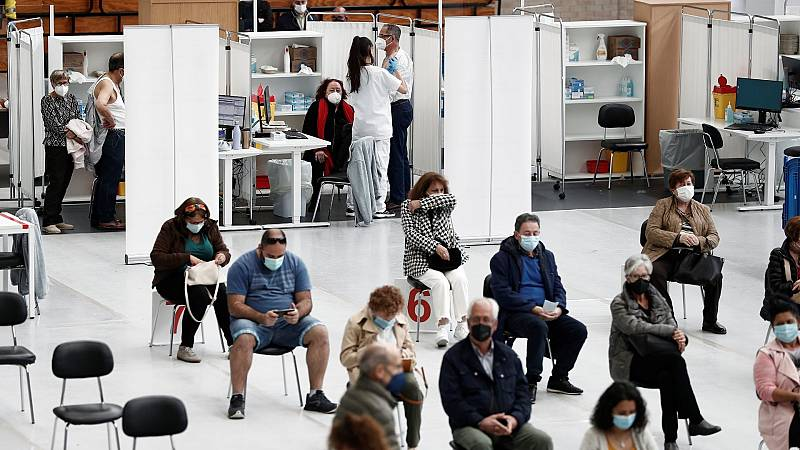 Vacunación masiva contra la COVID-19 en el polideportivo de la Universidad Pública de Navarra