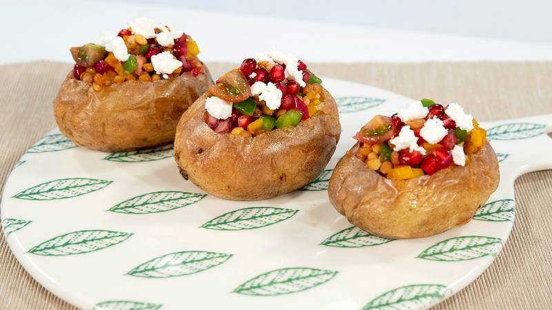 Patatas rellenas de ensalada de lentejas