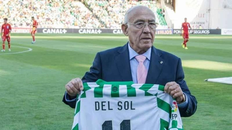 Luis Del Sol durante un homenaje que recibió del Betis por su 80 cumpleaños.