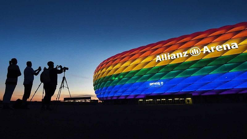 Estadio Allianz con los colores LGTB