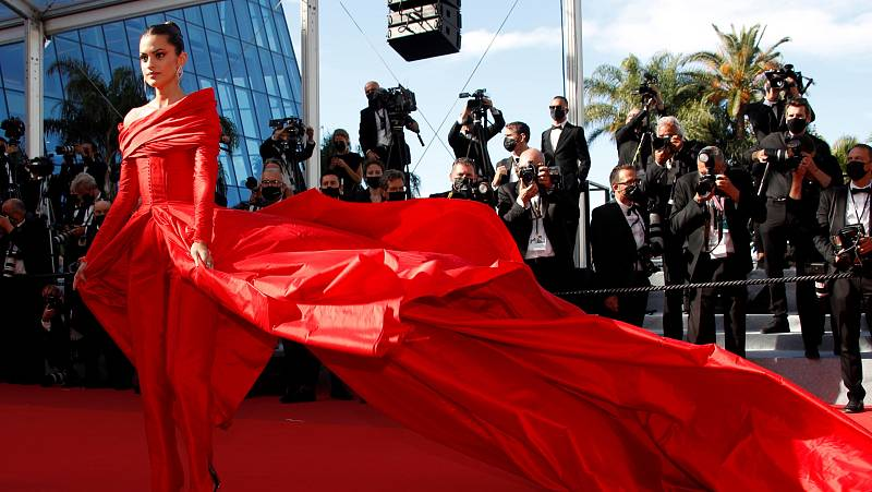 Marta Lorenzo, arrolladora, de Lorenzo Caprile en el Festival de Cannes