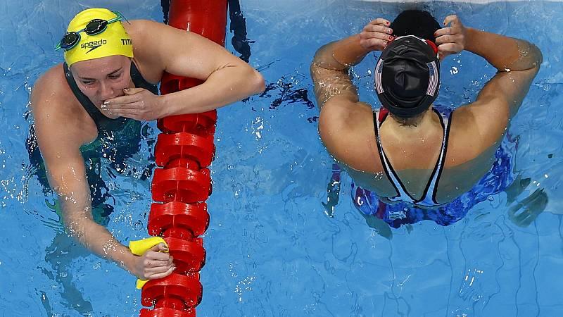 Ariarne Titmus y Katie Ledecky, tras la final de los 400 metros libres