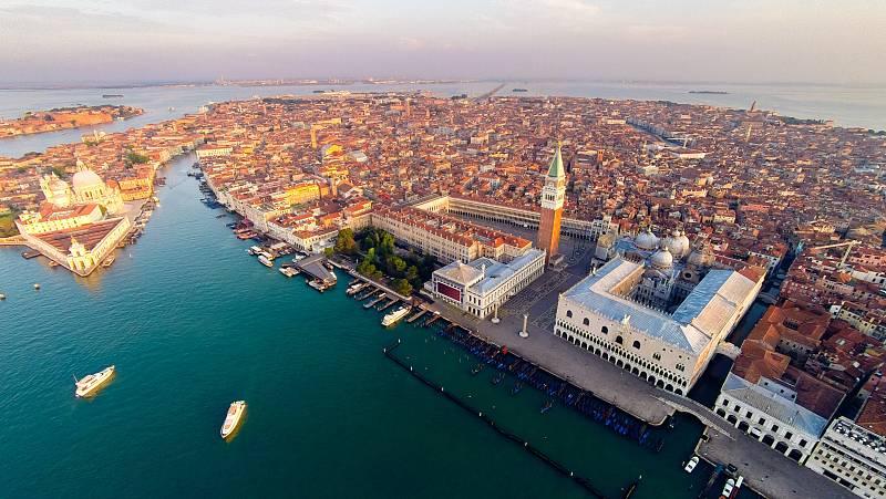 Vista aérea del centro histórico de la ciudad de Venecia