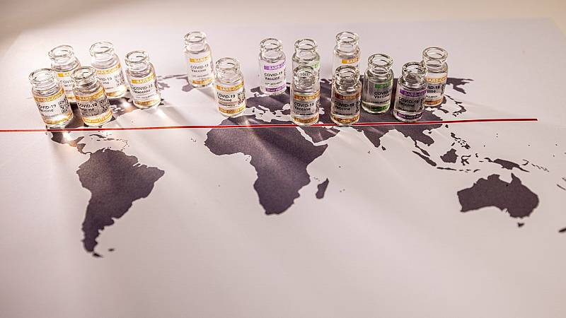 En el mundo ya se han administrado más de 4.000 millones de dosis de la vacuna contra la COVID-19, pero su reparto entre los países es desigual.