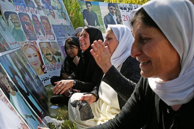 Imagen de un grupo de mujeres que conmemoran el quinto aniversario del genocidio yazidí en Irak.