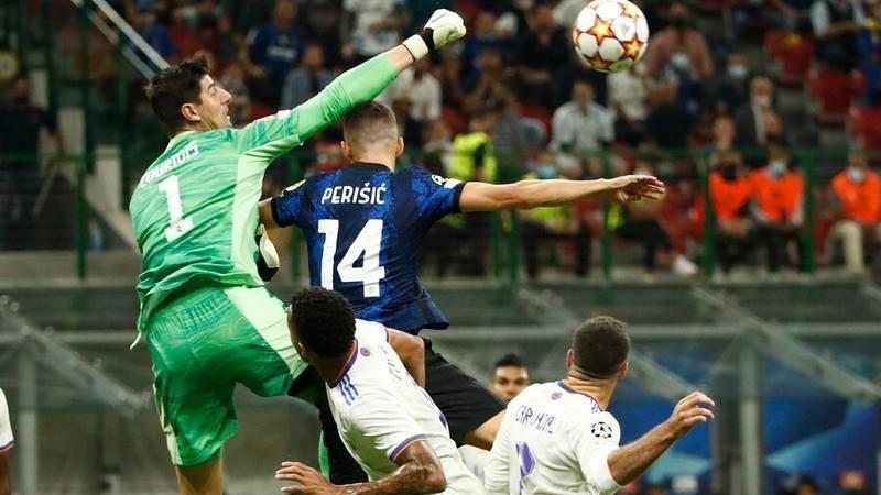 El portero del Real Madrid Thibaut Courtois durante el partido de Champions ante el Inter en San Siro.