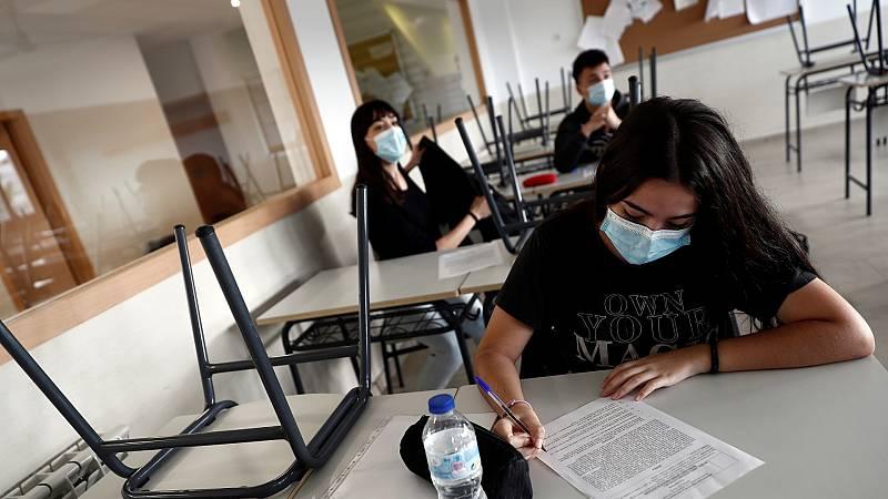 Varios estudiantes de secundaria en un aula de un centro de la Comunidad de Madrid.