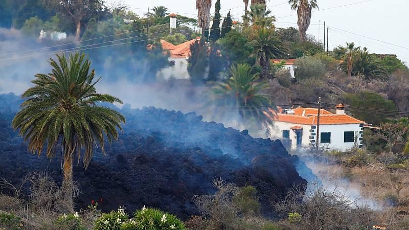 Una colada de lava avanza en la zona de Los Llanos de Aridane, en La Palma