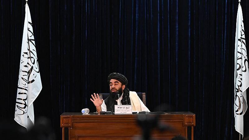 El portavoz de los talibanes, Zabihullah Mujahid, habla durante una conferencia de prensa en Kabul el 6 de septiembre de 2021