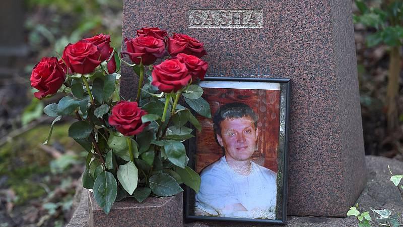La tumba del ex agente asesinado de la KGB Alexander Litvinenko se ve en el cementerio de Highgate en Londres, Gran Bretaña, el 21 de enero de 2016.