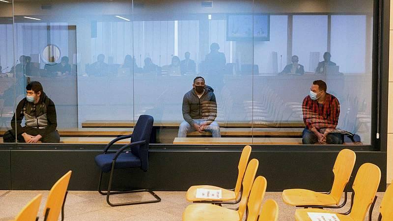 Los condenados Mohamed Houli Chemial (i) Driss Oukabir (c) y Said Ben Iazza (d) durante la priemra sesión del juicio en su contra en la Audiencia Nacional.