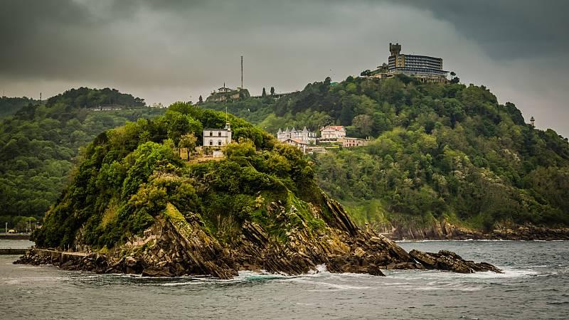 La isla de Santa Clara y el Monte Igueldo por detrás