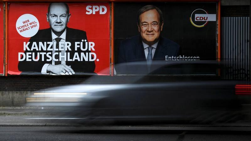 Elecciones alemanas 2021: Carteles con los candidatos Olaf Scholz (SPD) y Armin Laschet (CDU)