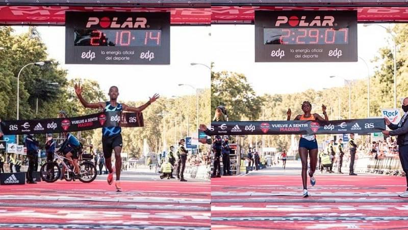 Los etíopes Abdela Godana y Kasu Lemeneh cruzando la meta.