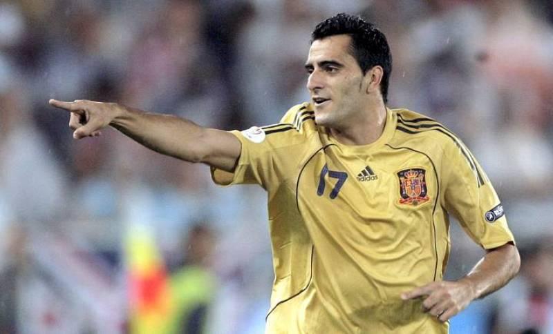 Daniel Güiza celebra su gol, segundo de España, que ponía a la selección con un pie y medio en la final.