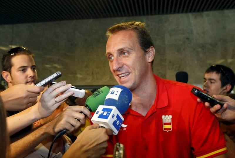 Unas 300 personas han recibido a la delegación española después de que ayer se clausurasen los Juegos Olímpicos de Pekín. Entre ellos David Barrufet, cuyo equipo ha ganado el bronce en los Juegos.