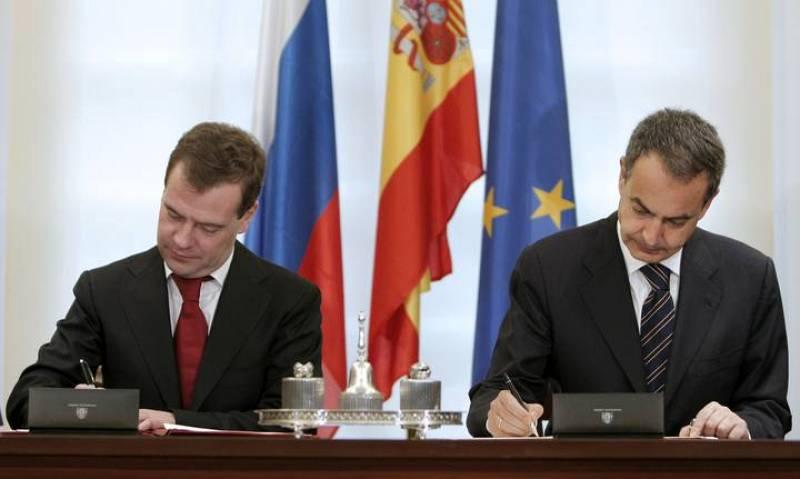 José Luis Rodríguez Zapatero y Dimitri Medvedev durante la firma de los acuerdos de cooperación