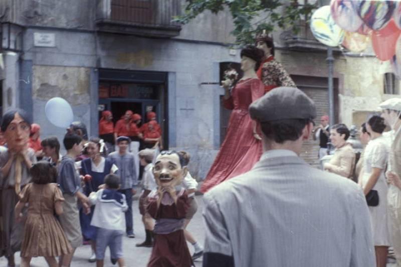 Gigantes y cabezudos en la plaza del Diamante, en el barrio barcelonés de Gracia