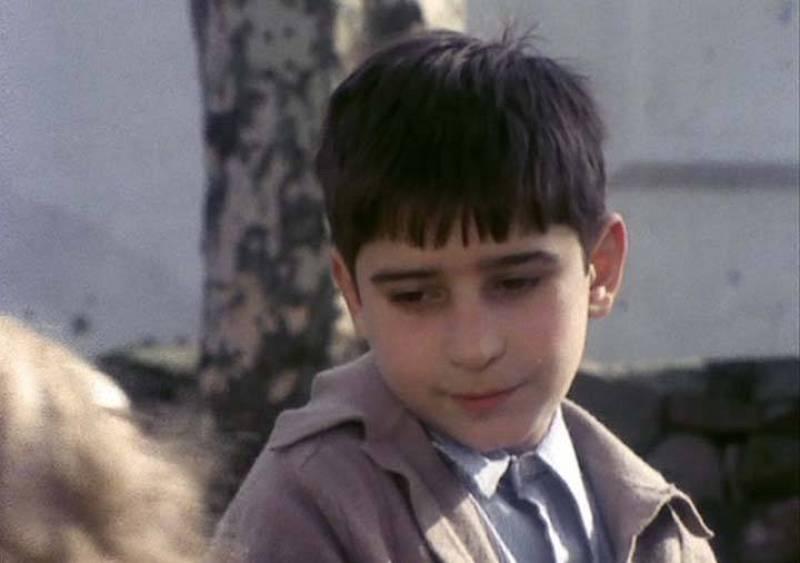"""Durante su última noche en el pueblo, Daniel """"El mochuelo"""" recuerda su infancia"""