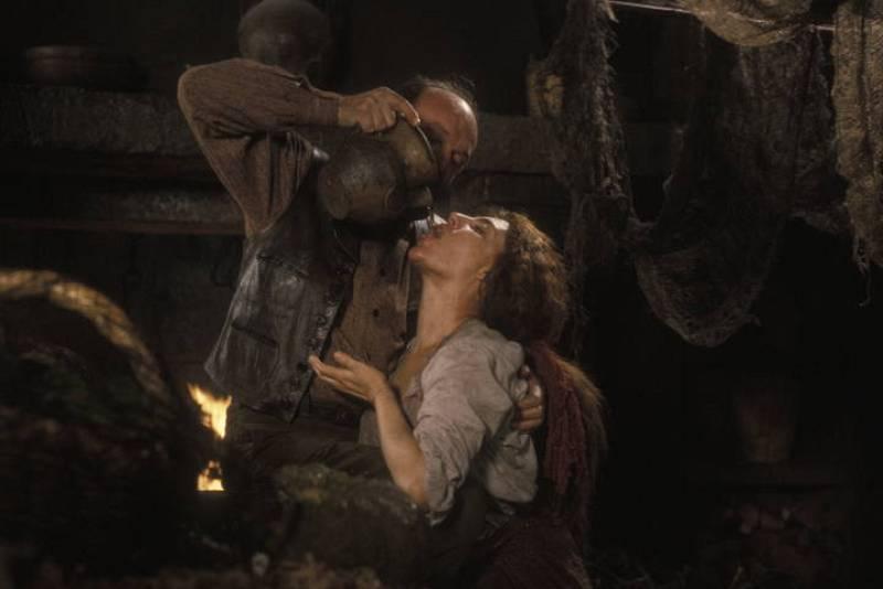 Charo López, en el papel de Sabel, la criada del marqués