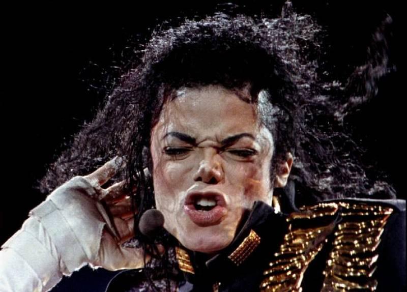 """El creador de """"Thriller"""" sufrió una enfermedad degenerativa de la piel llamada vitíligo, que destruye la melanina que se encarga de proporcionar su coloración a la piel."""