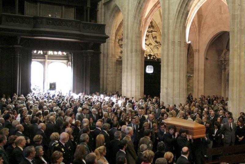 Llegada del féretro a la catedral de Oviedo durante el funeral del conde de Latores.