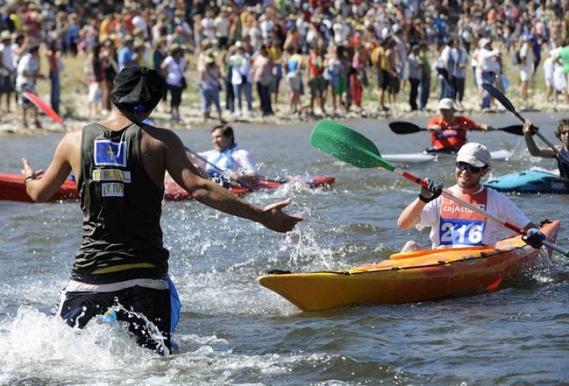 Miles de personas participan en el Descenso Internacional del Sella de Asturias