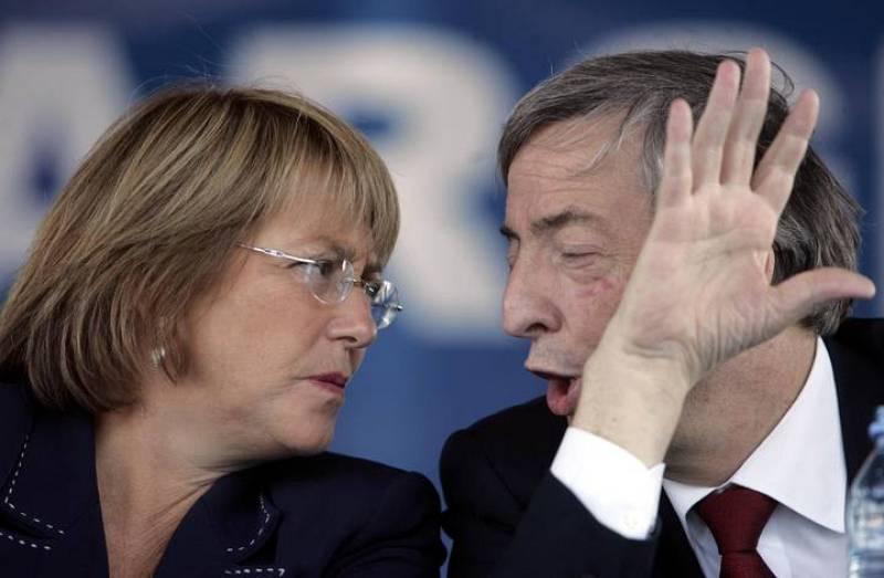 Michelle Bachelet y Néstor Kirchner departen durante la primera visita que realizó la entonces presidenta de Chile fuera de su país (22/03/2006)