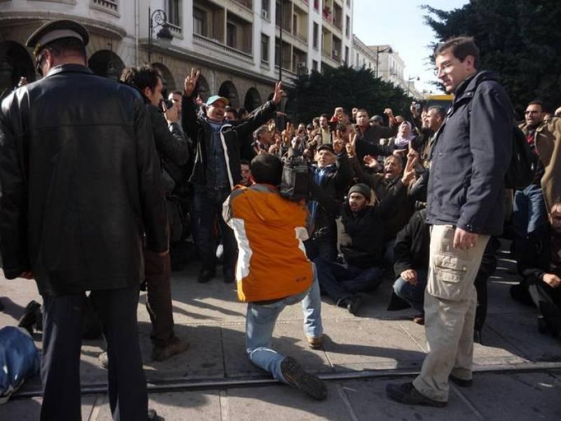 Carlos Dias Oliván y José Jiménez en medio de una manifestación