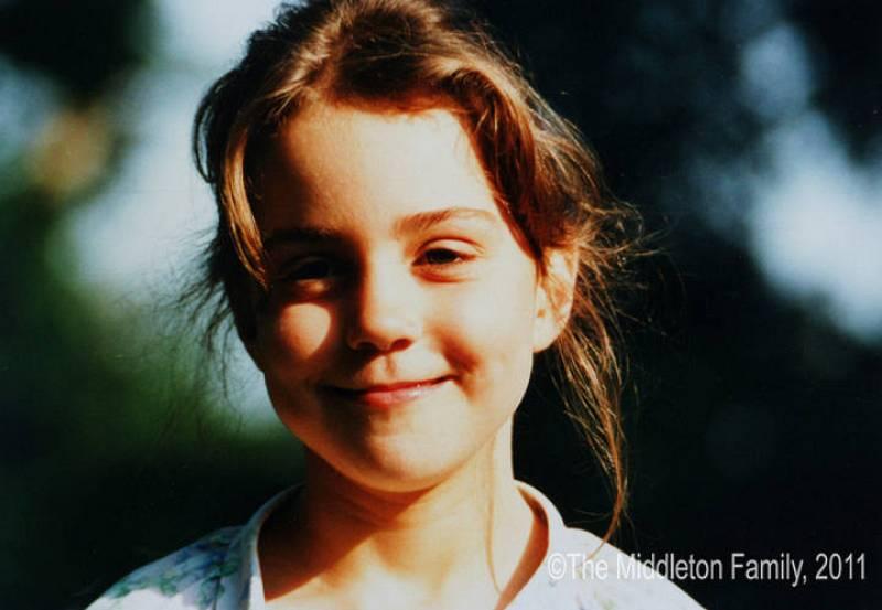 Kate Middleton, la prometida del príncipe Guillermo de Inglaterra, sonríe ante la cámara a los cinco años.
