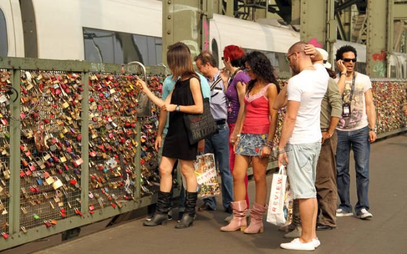 En el puente más romántico de Colonia.